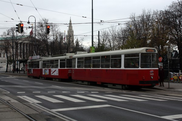Прогулки по Вене, часть третья. Трамваи и рождественская ярмарка.