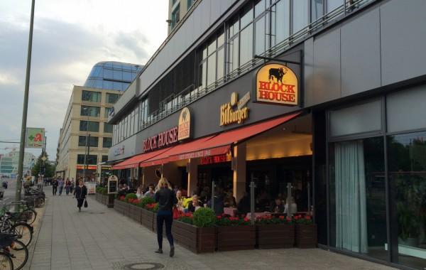 Берлин, отличные стейки в Block House рядом с Alexanderplatz