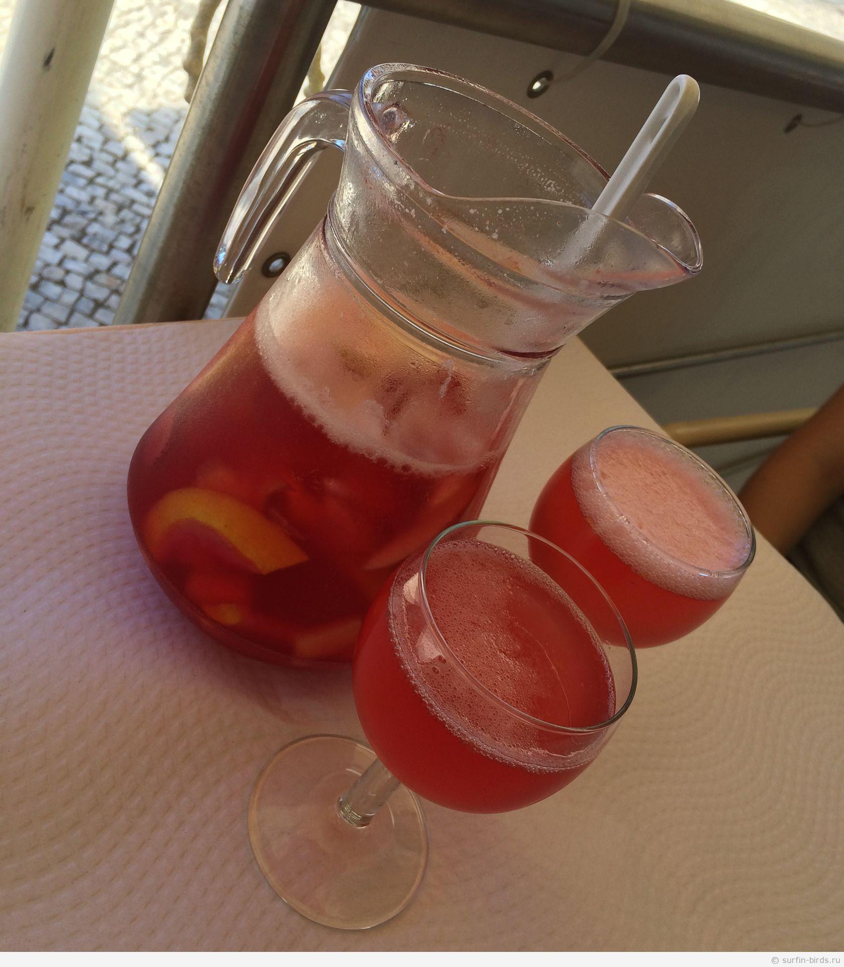 Сангрия (делают на шампанском или вине)